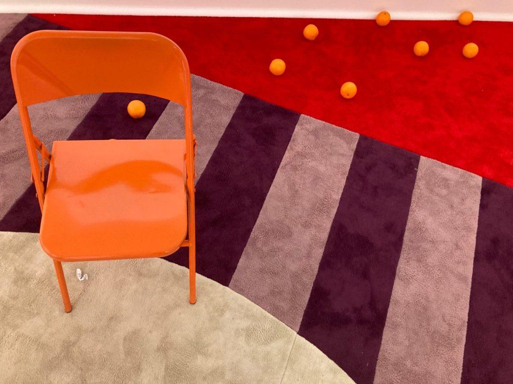 yer, iç mekan, mobilya, koltuk içeren bir resim  Açıklama otomatik olarak oluşturuldu